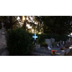 Crois en fusing en verre dans un cimetière